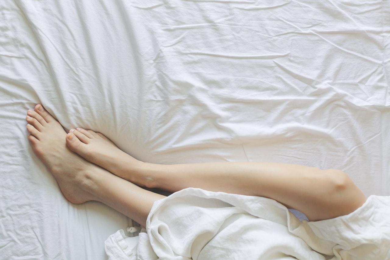 Kako se izboriti sa suvim stopalima i ispucalim petama?